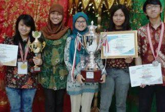 Fakultas Farmasi Universitas Indonesia dinobatkan sebagai Juara Umum OFI VI
