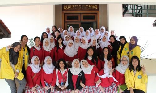 Kunjungan ke Fakultas Farmasi UI dari SMA Kharisma Bangsa