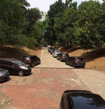 Kebijakan Pembatasan Parkir Kendaraan Bermotor di Gedung Fakultas Farmasi UI